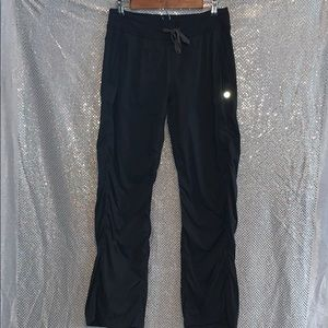 LULULEMON PANTS SIZE 4 CROPPED STUDIO PANTS BLACK